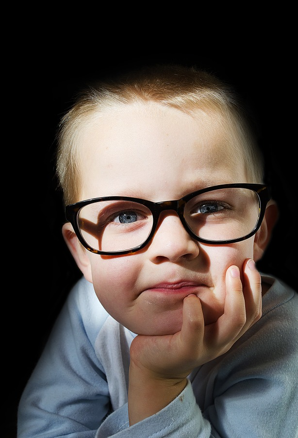child_and_optical_glasses_208522