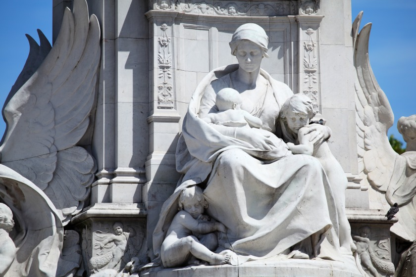mother_and_kids_statue_190516