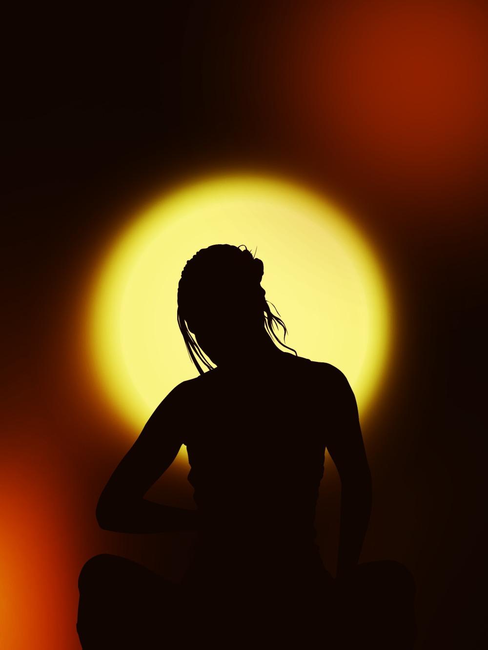 silhouette_woman_meditation